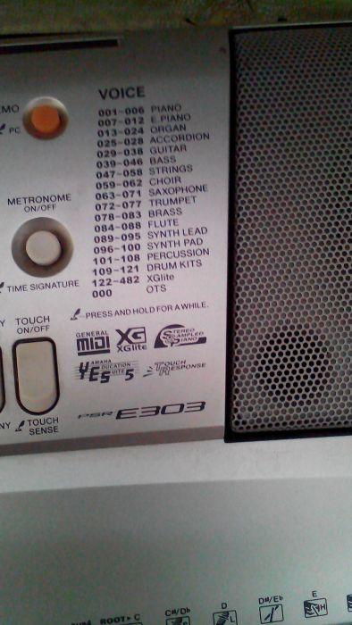 Продам синтезатор YMAHA E303