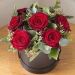 Квіти,букети в капелюшної коробки,букети квітів до 8 березня.