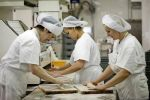 На роботу в пекарню потрібні чоловіки, жінки, сімейні пари