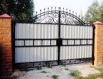 Распашные ворота – традиционная классика, проверенная годами