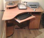Кутовий комп'ютерний стіл.