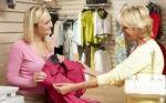 Продавець одягу для дітей і дорослих