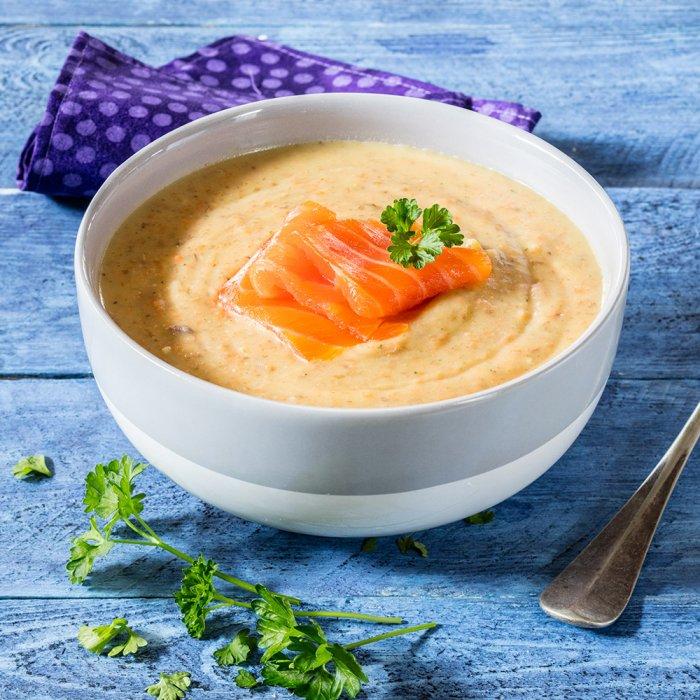 Суп-пюре з сочевиці зі слабосоленої червоною рибою