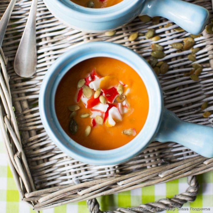 Гарбузовий крем-суп з крабом і кардамоном