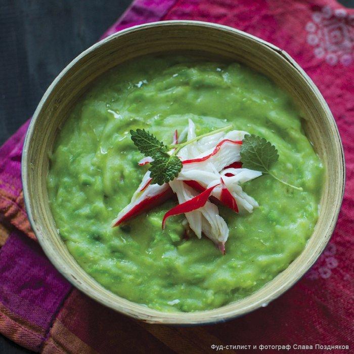 Суп із зеленого горошку з крабовим м'ясом