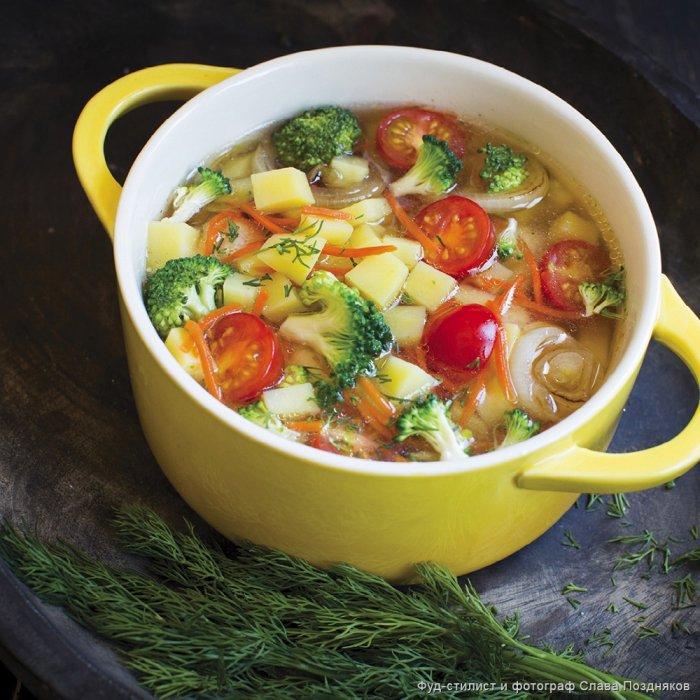 Суп з брокколі з помідорами