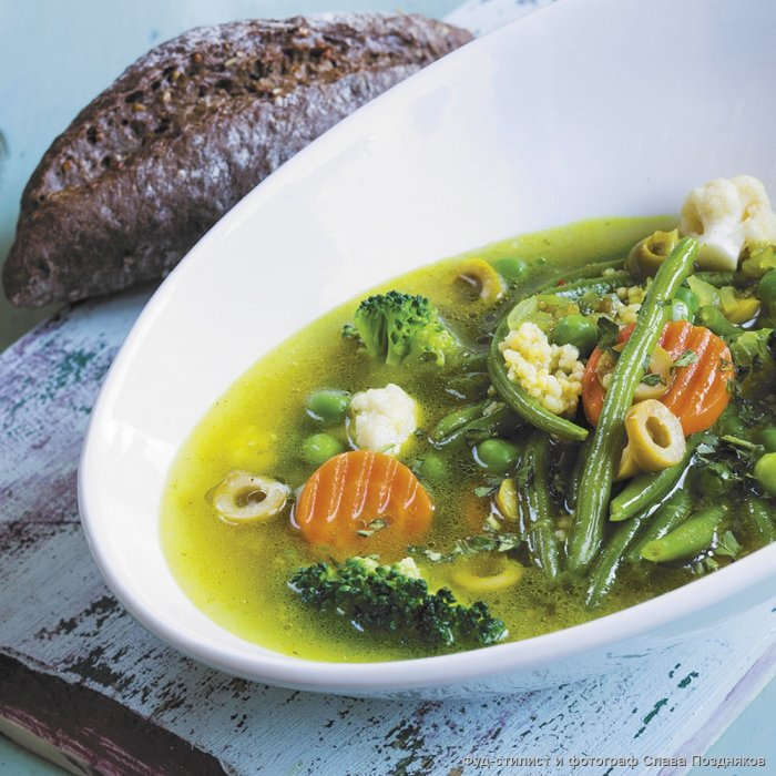 Овочевий суп з оливками і пшоняною крупою