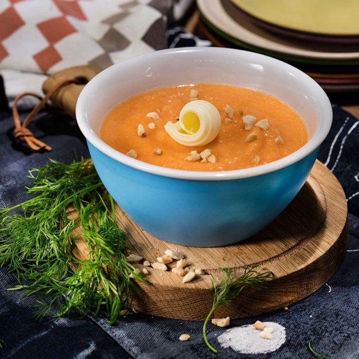 Гарбузово-морквяний суп-пюре з сьомгою