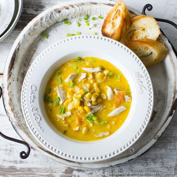 Сирний суп з кукурудзою і куркою