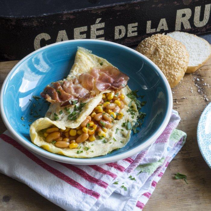Омлет спеціального призначення з беконом і сальсою з квасолі і кукурудзи