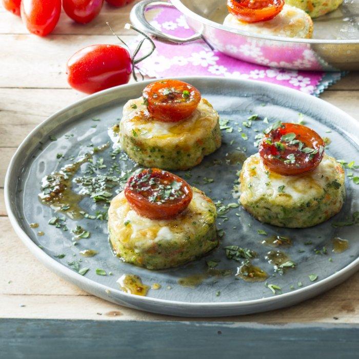 Королівські галети, запечені з сиром і помідорами черрі