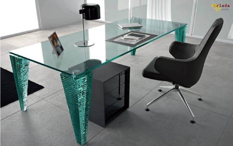 Итальянская мебель из стекла и стеклянные изделия: столы, стулья, - фото
