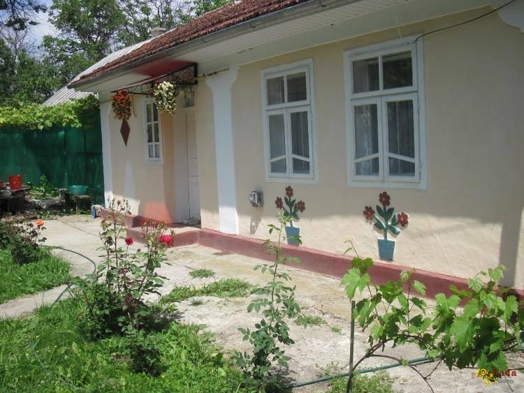 Продается дом с вс1ма удобствами в пгт.Костриж1вка. Заставн1вського р-ну.Черн1вецько - фото