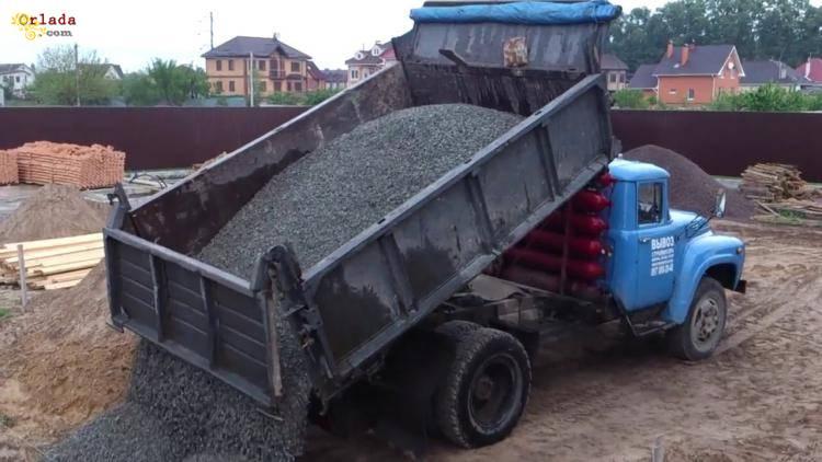 Доставка сыпучих материалов (песок, щебень, шлак, чернозём). Разнорабочие. Землекопы - фото