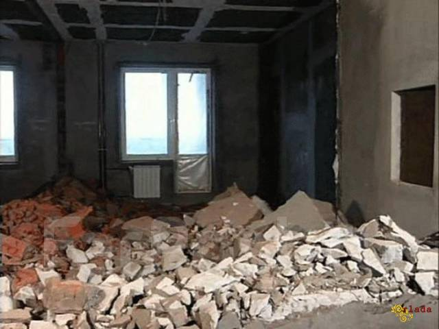 Демонтажные работы. Демонтаж квартиры, стен, перегородок, паркета, плитки, штукатурки - фото
