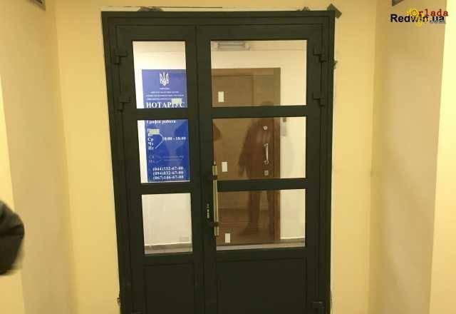 Алюминиевые двери. Двери входной группы с замком - фото