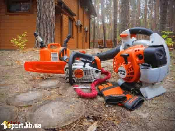 Спил аварийных деревьев в Харькове - фото