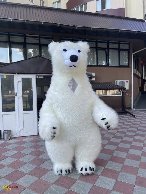 Начните продвижение с надувным костюмом белого медведя - фото