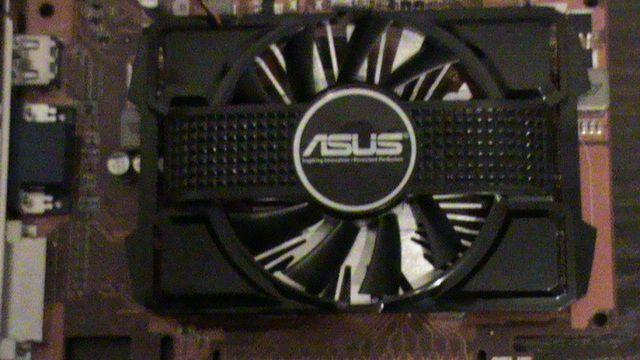 Продам бу  видеокарту Radeon HD 6670 2GB с гарантией - фото